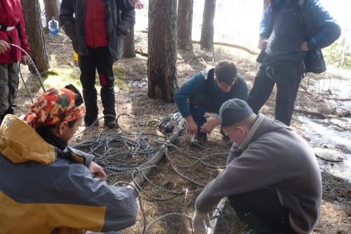 Вязание носилок из деревянных брусьев