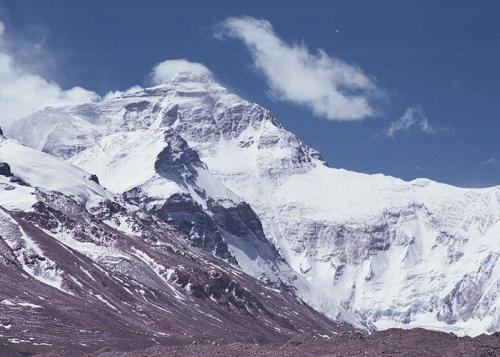 Эверест с севера из базового лагеря  (Из фотоархива Кубанской экспедиции на Эверест в 2000 году)