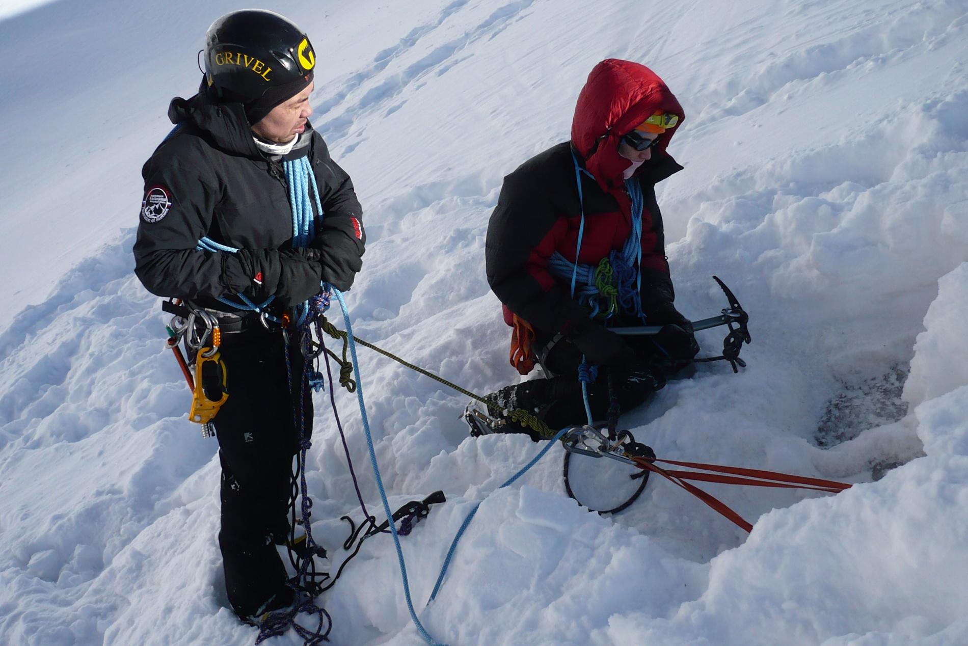 На ледовых занятиях (ледник Маншук Маметовой)
