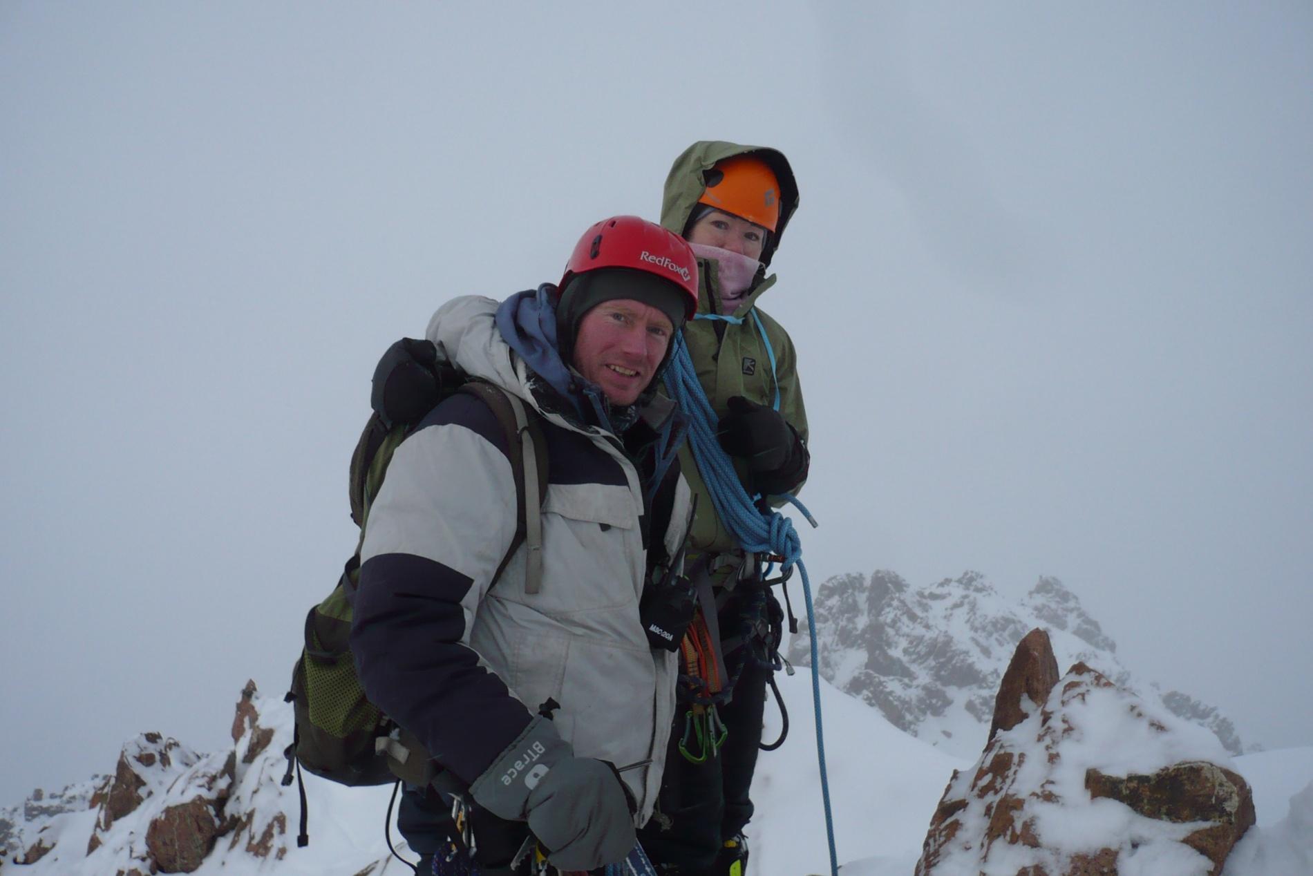 На вершине Амангельды (3 999 м)