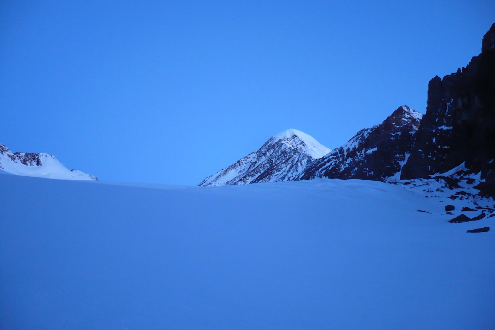 Рассвет. Вершина Актру. Вид с ледника Большой Актру-левый