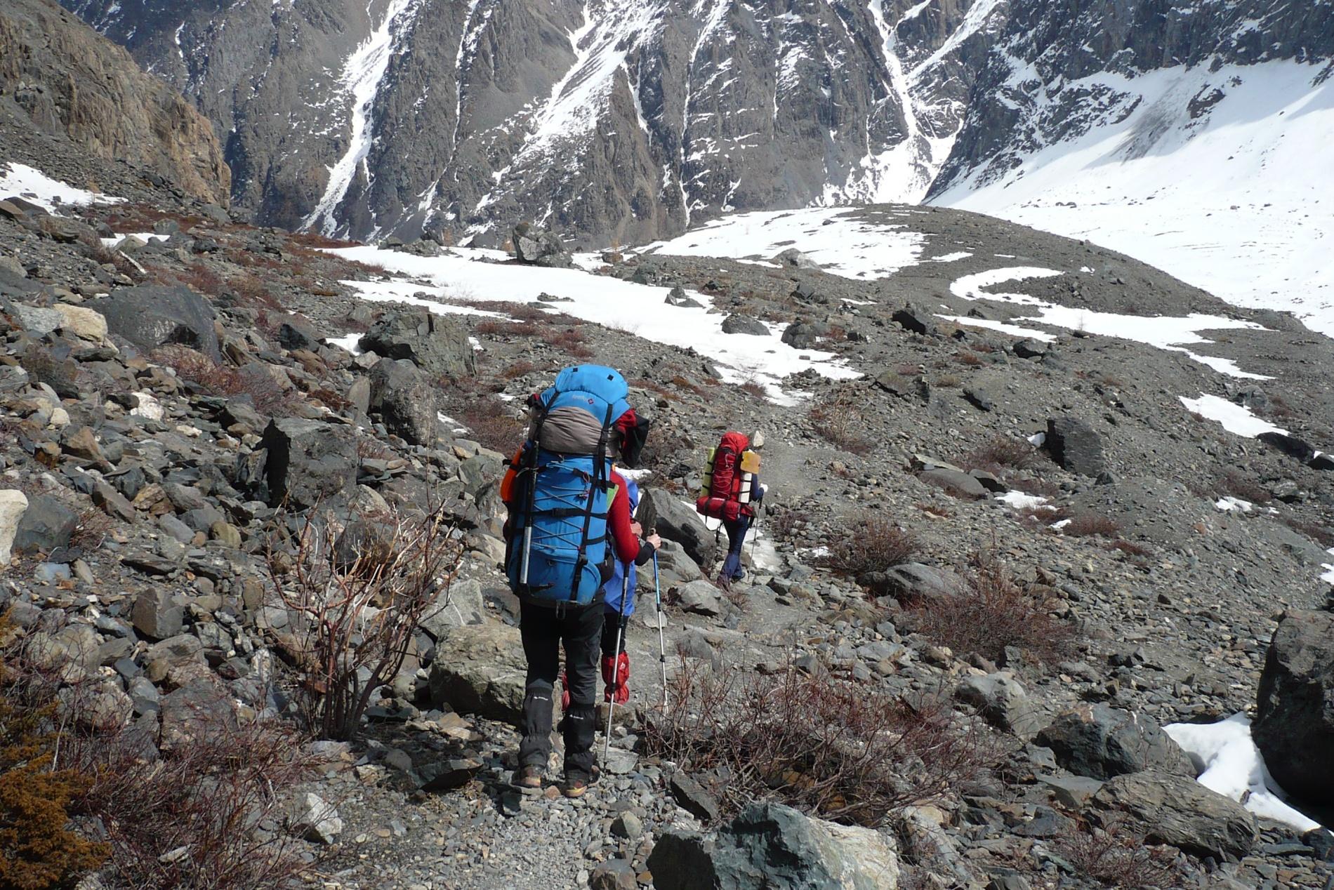 Спуск в альплагерь Актру