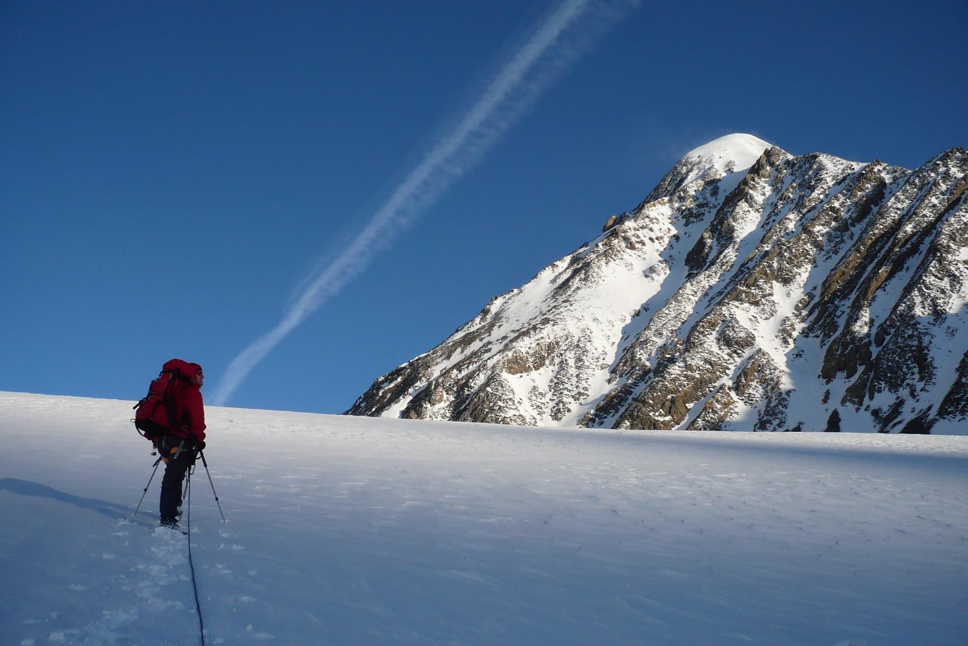 Подходим к началу маршрута 2А с ледника Большой Актру-левый