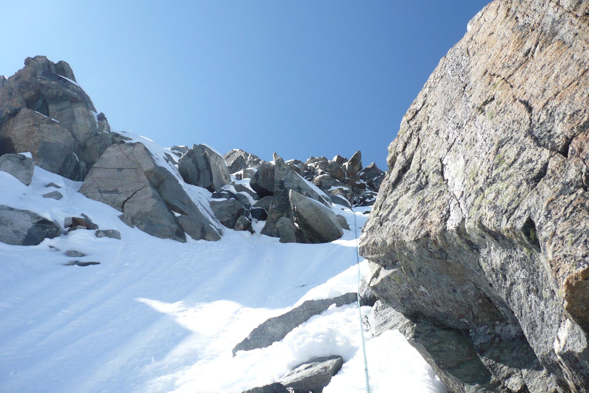 Заснеженные скалы