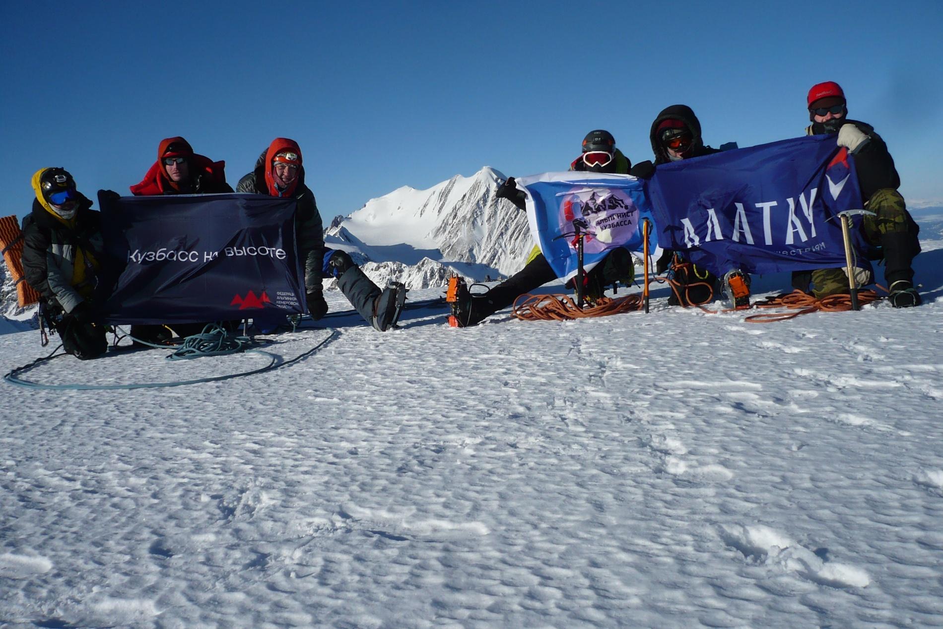 На вершине Снежная (3 714 м)
